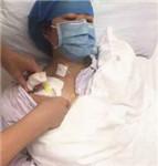 单亲女孩身患血癌