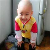 4岁宝贝用笑容抗血癌
